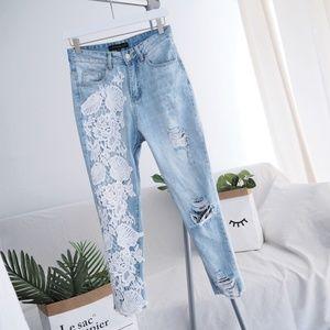 Floral crochet patch light wash destroyed jeans